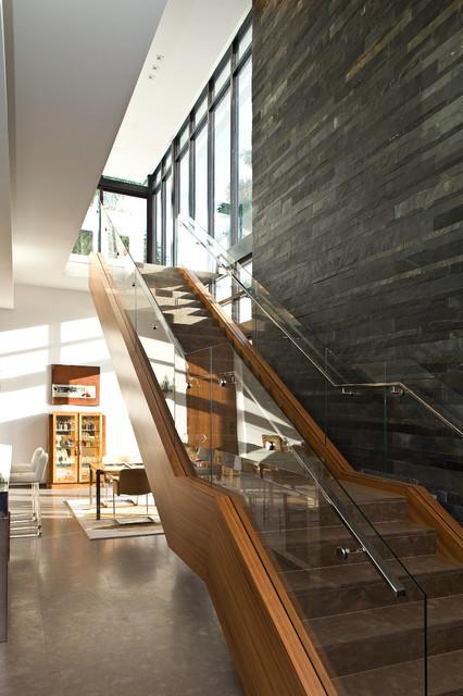 Foto de escalera recta contemporánea