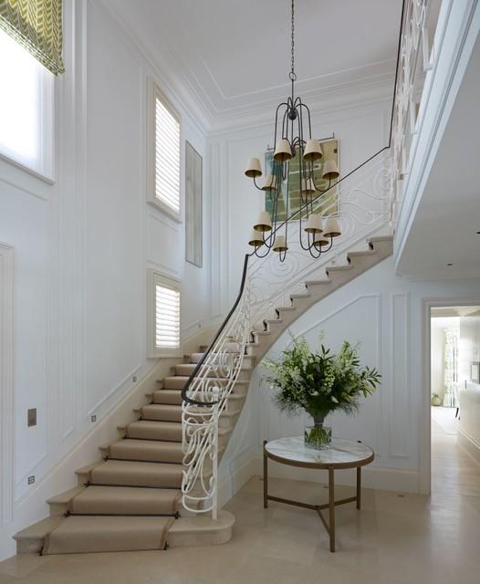 South of france classique chic escalier londres par thorp design for Deco entree avec escalier