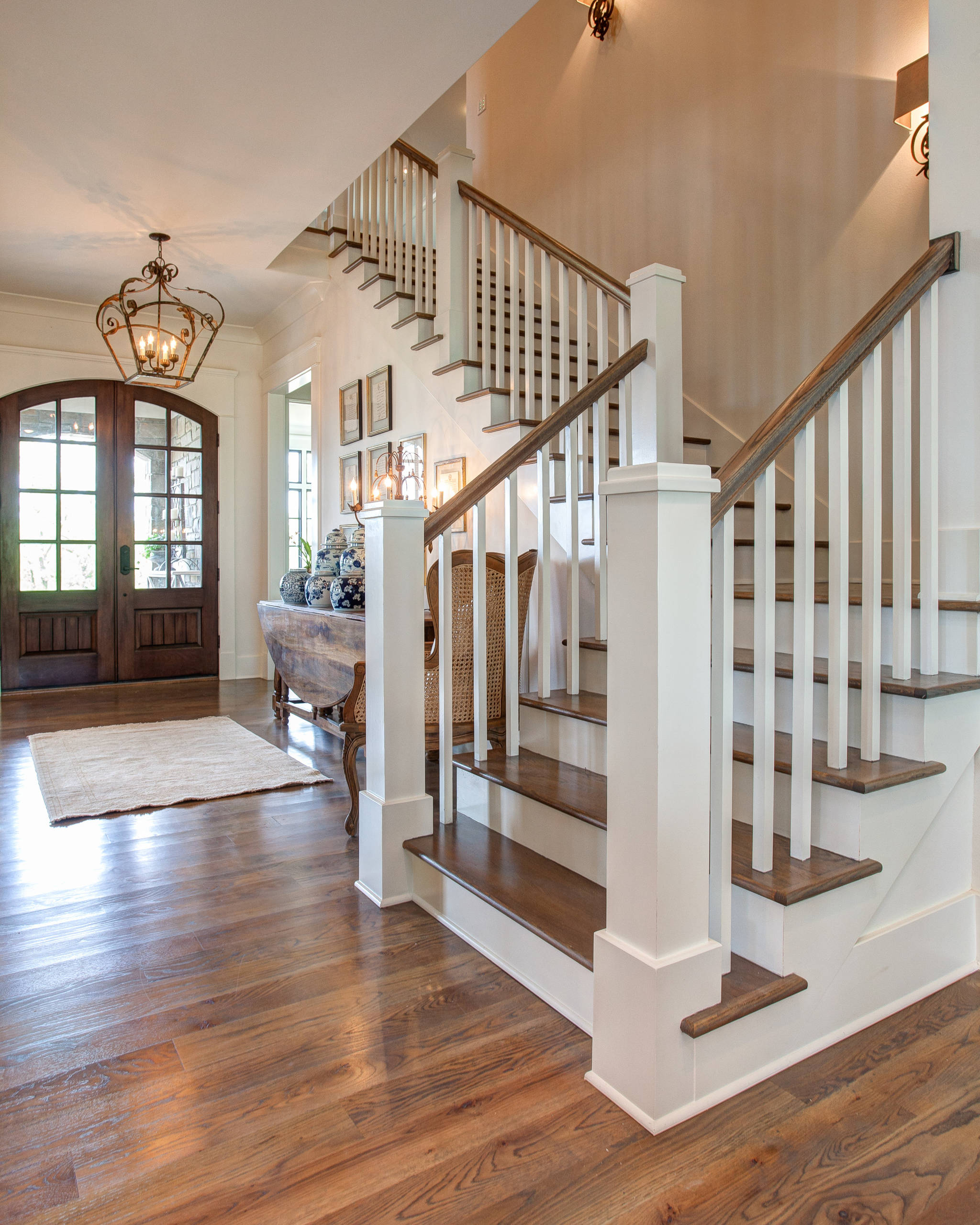 75 Beautiful Traditional Staircase Pictures Ideas March 2021 Houzz