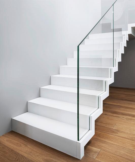 ST885 White Zigzag Stairs
