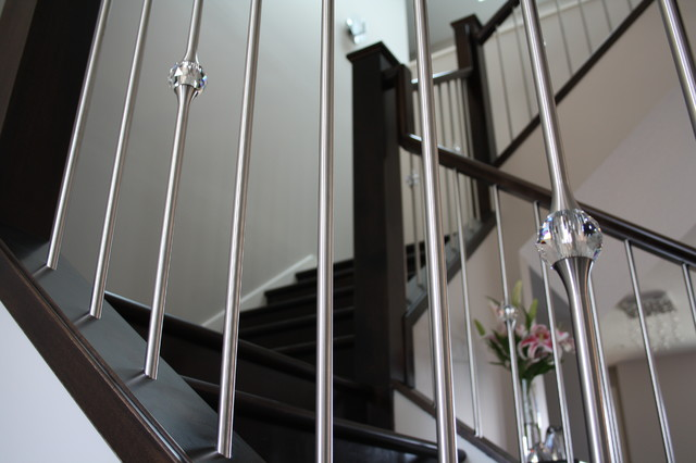 Stainless Steel Spindles Mixed With Crystal Detail Contemporary Staircase