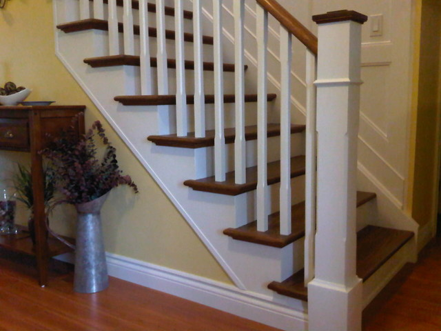 Stairway with wall paneling for Escalier decor