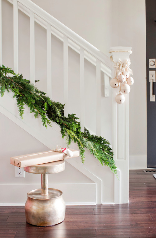 5 Steps to the Most Welcoming Holiday Decor | Schlage