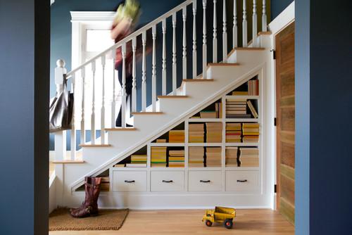 κάτω από την σκάλα, ντουλάπα κάτω από σκάλα, βιβλιοθήκη κάτω από σκάλα,