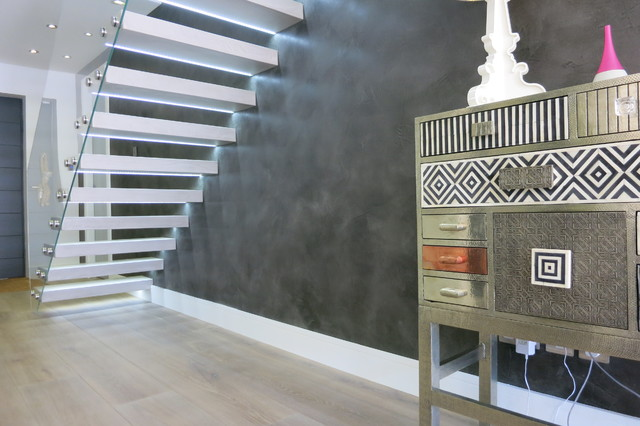Tailor made hanging beton cire stairs and feature wall