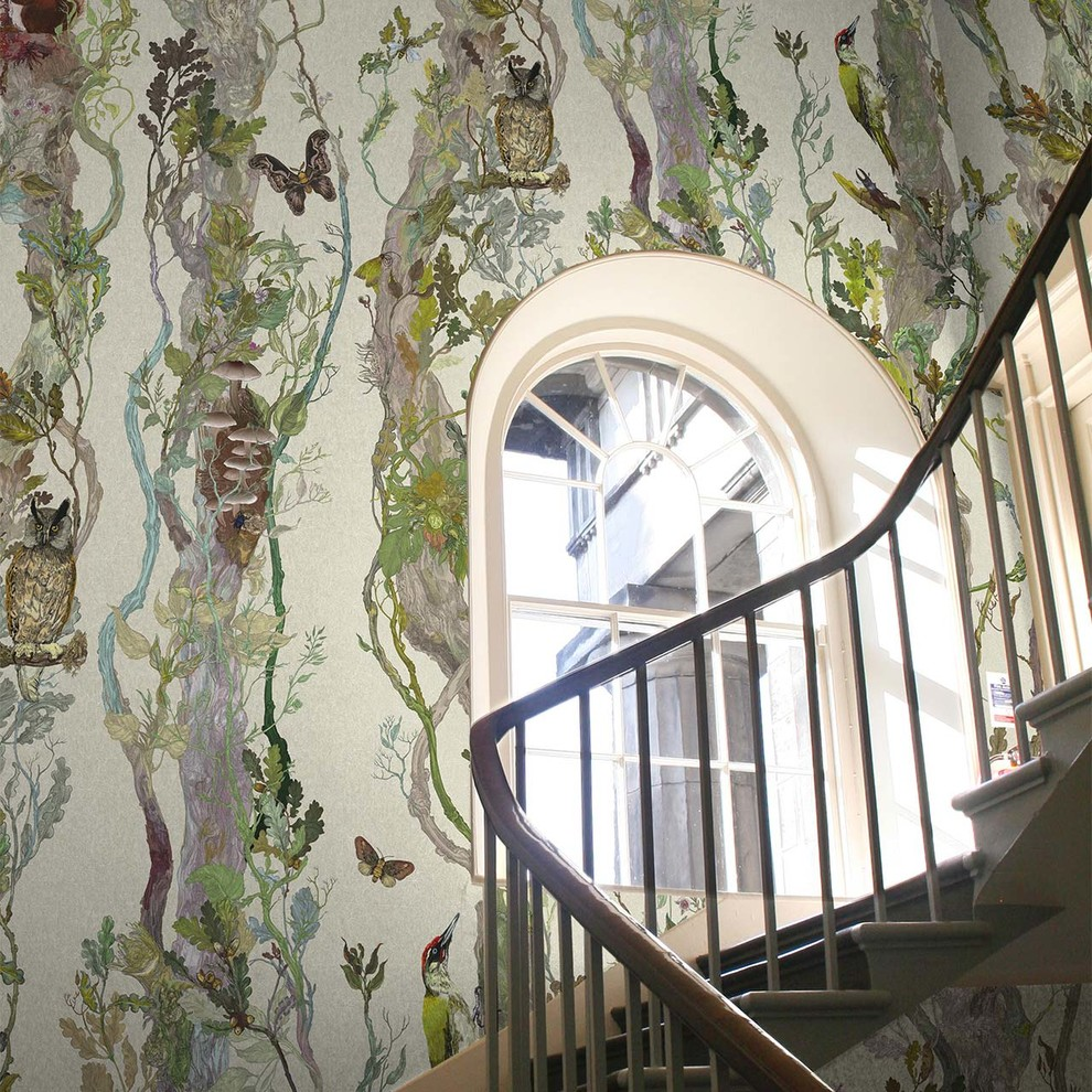 Example of an eclectic staircase design in Toronto