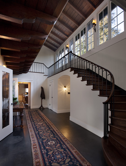Traditional traditional staircase