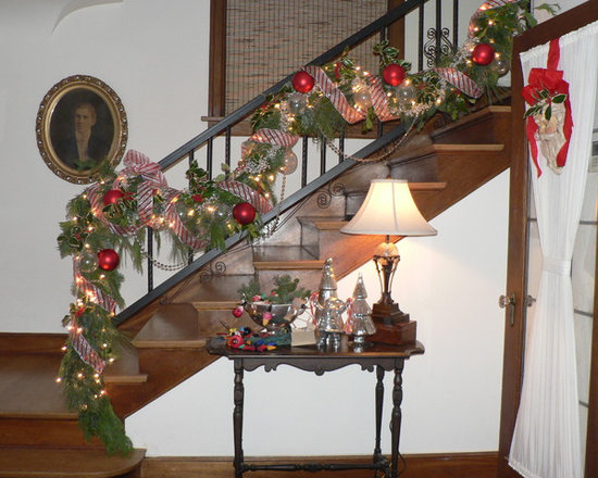 Christmas decorations staircase design ideas pictures for Decoration noel interieur