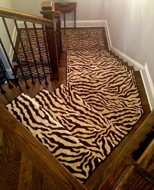 Upper Stairwell Runner - Traditional - Staircase - nashville