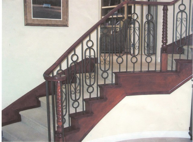 wood and iron railings - Traditional - Staircase - Las