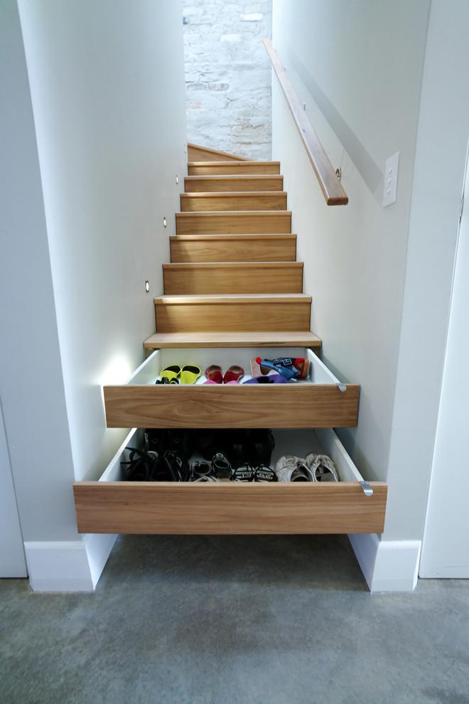 Inspiration pour un petit escalier design en L avec des contremarches en bois et des marches en bois.
