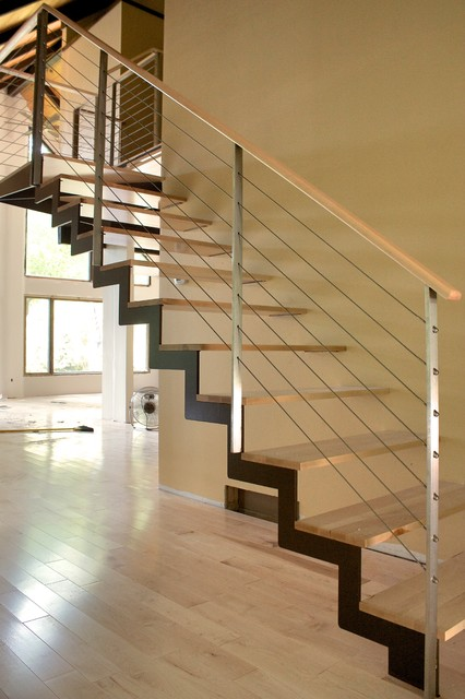 Attrayant Example Of A Small Minimalist Wooden L Shaped Open Staircase Design In  Chicago