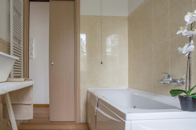 Allestimento appartamento di nuova costruzione non arredato moderno stanza da bagno - Costruzione bagno ...