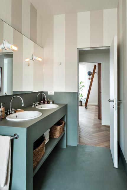 Idee per una stanza da bagno minimal con nessun'anta, ante verdi, pavimento verde, pareti beige, lavabo da incasso e top verde