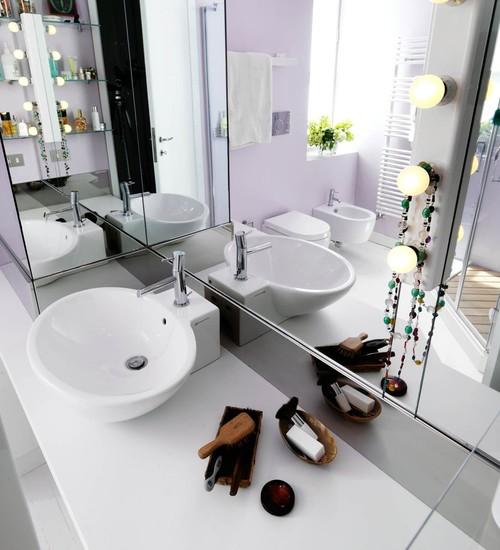 bagno piccolo luminoso specchio
