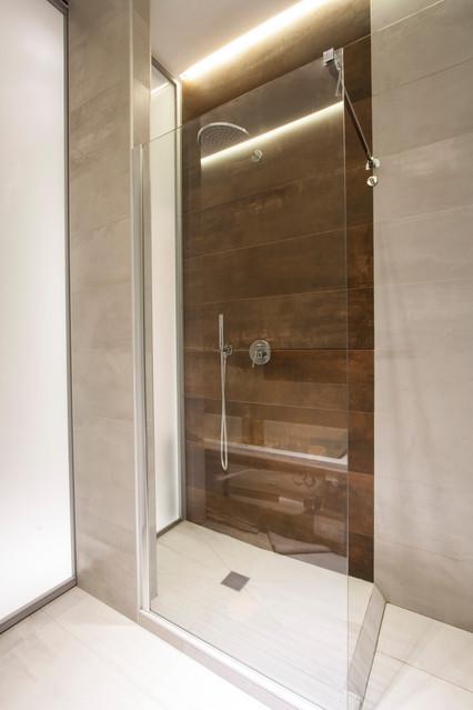 Bagno Con Doccia E Vasca Idromassaggio Modern Bathroom Rome By Mopa Architettura Houzz