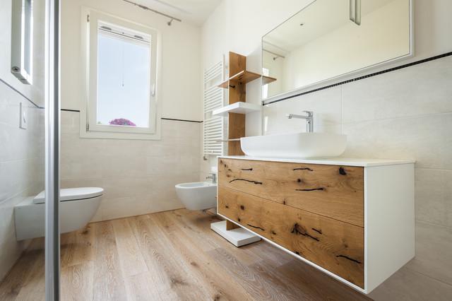 Rovere naturale decap bianco for Servizi da bagno moderni