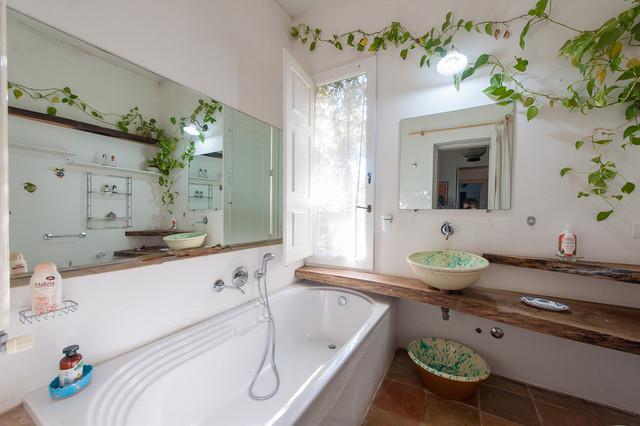 Casa di campagna in salento mediterranean bathroom for Bathroom designs for 7x4