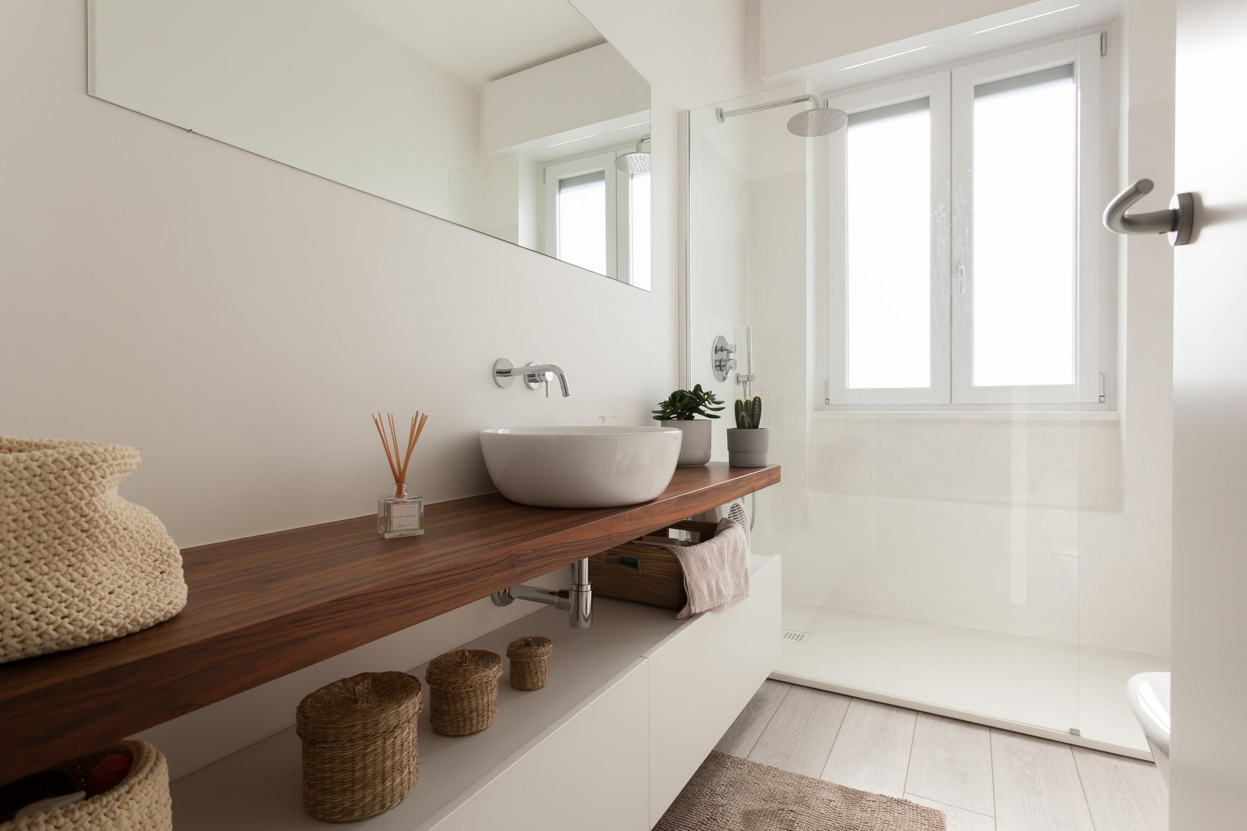 Stacco Tra Parquet E Piastrelle stanza da bagno beige - foto, idee, arredamento