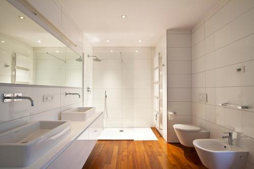 Rinnovare il bagno spendendo poco i consigli degli - Doccia a pavimento costi ...