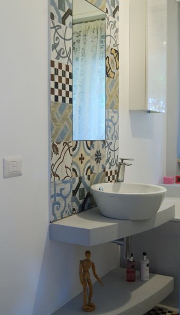 Doppio piano lavabo e cementine con specchio view of the sink with the mirror - Bagno con cementine ...