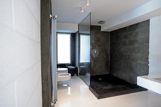 Garage House in Sicilia modern-bathroom