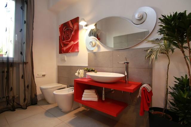 Grigio e rosso ristrutturazione bagno contemporaneo stanza