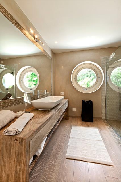 Arredo bagno piano in legno sotto il lavabo s o no - Bagni esterni in legno ...