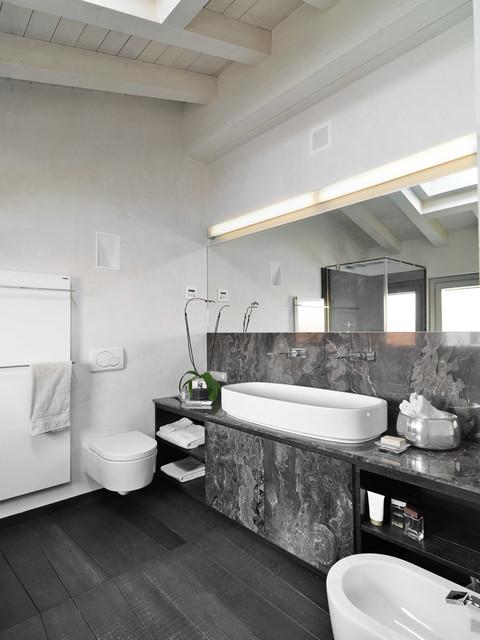 Interni corte benedetta mantova contemporaneo stanza da bagno milano di adriano pecchio - Arredo bagno mantova ...