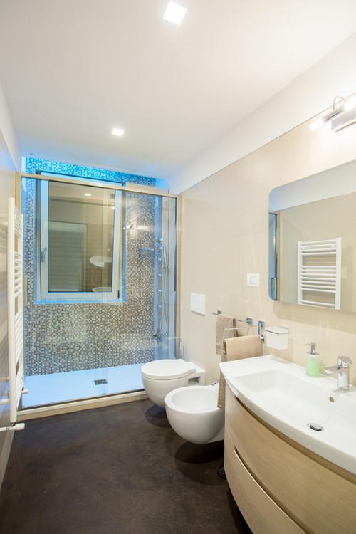 Finestra all 39 interno della doccia - Bagno con doccia davanti finestra ...