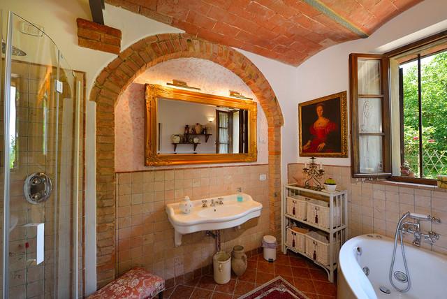 Stanza da bagno con piastrelle in terracotta - Foto, Idee, Arredamento