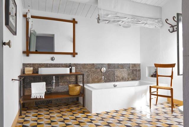 Masseria in sicilia mediterraneo stanza da bagno catania palermo di paesaggi domestici - Piastrelle bagno catania ...