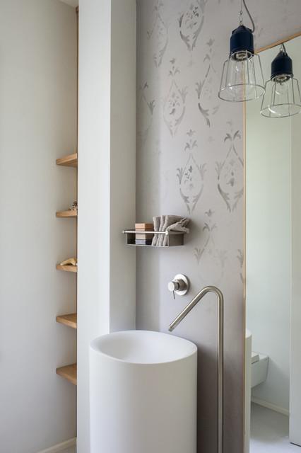 Ispirazione per una stanza da bagno stile marinaro con lavabo a colonna