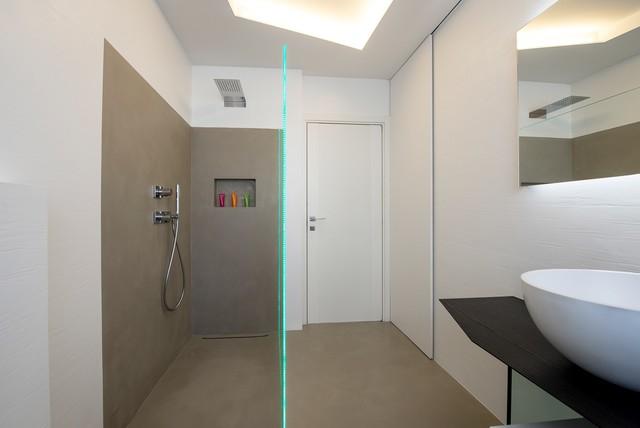 Ristrutturazione di un appartamento con cucina u201ctotal whiteu201d ed