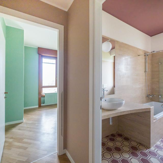 travertino e colore tra moderno e vintage moderno stanza da bagno