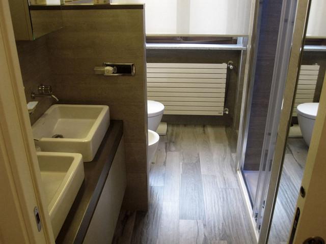 Un bagno per un appartamento moderno