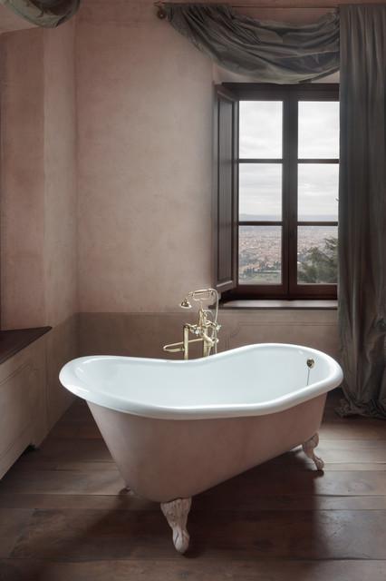Arredamento Country Firenze.Villa Sant Andrea Firenze Traditional Bathroom