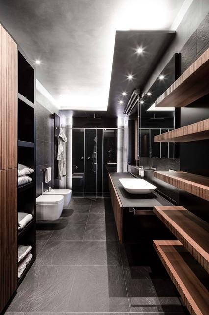 Idee per una stanza da bagno con doccia contemporanea con ante lisce, ante in legno scuro, doccia alcova, WC sospeso, piastrelle nere, lavabo a bacinella e porta doccia a battente