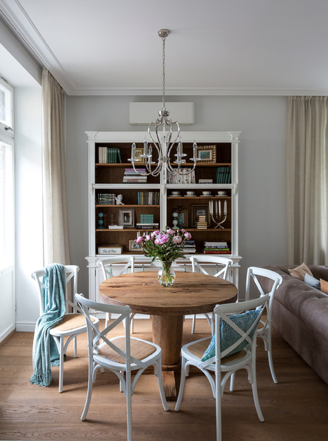 Elegant dining room photo in Moscow