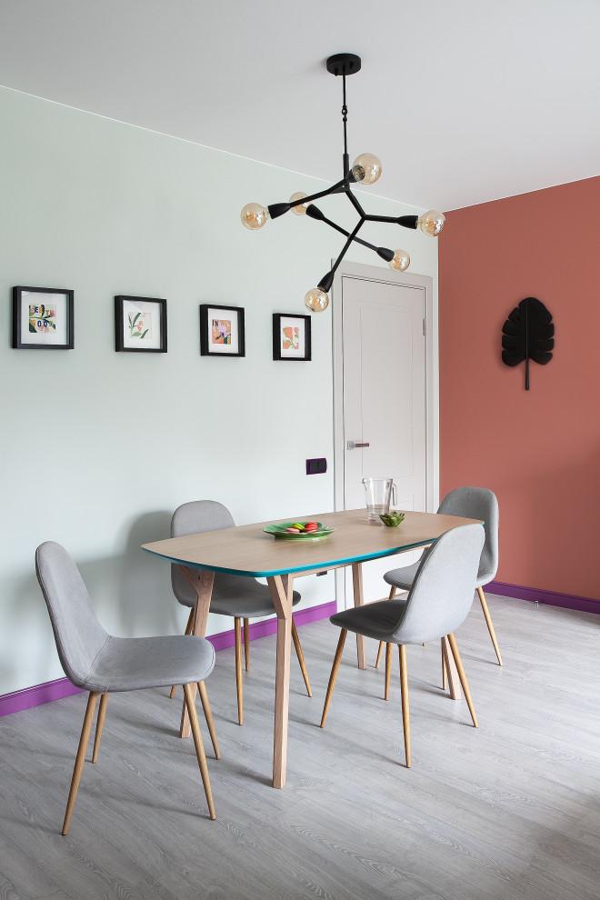 Dining room - scandinavian dining room idea in Saint Petersburg