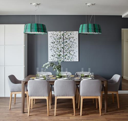 落ち着いた雰囲気が魅力的な北欧風ダイニングですね。グリーンのランプシェードとも木製家具がナチュラル感をプラスしてくれますね。