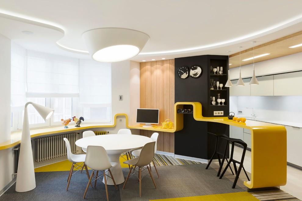 Esempio di una sala da pranzo aperta verso il soggiorno design con pareti bianche, moquette e pavimento multicolore