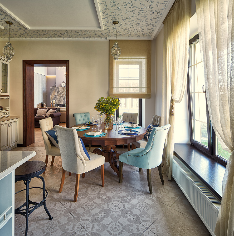 Inspiration for a timeless beige floor kitchen/dining room combo remodel in Yekaterinburg with beige walls