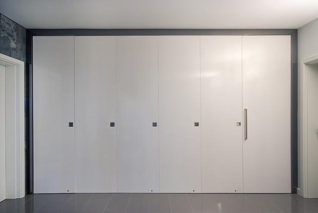 Normanville House contemporary-closet