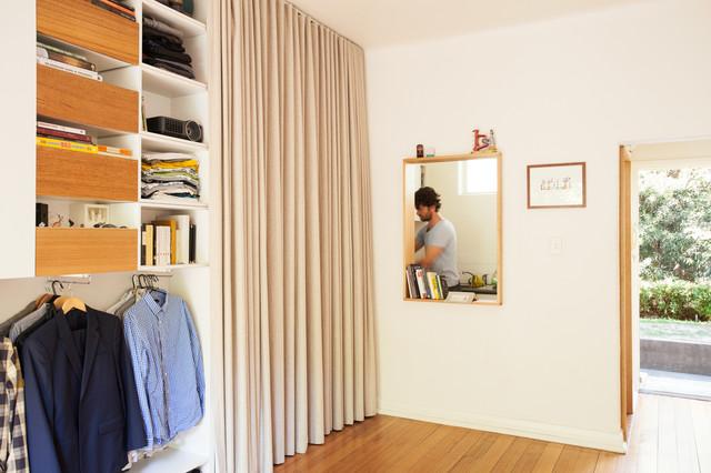 Design ideas for a contemporary wardrobe in Melbourne.