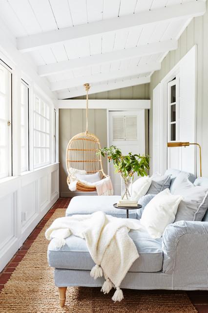 Foto di una veranda stile marino con pavimento in mattoni e soffitto classico