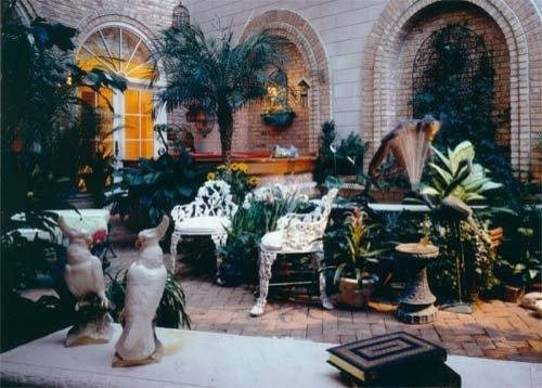 Example of a classic sunroom design in Chicago