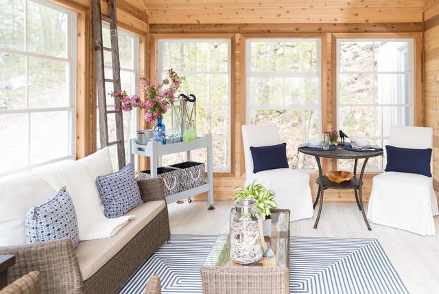 Quebec cottage bord de mer v randa et verri re ottawa par sonya kinkade design - Deco chalet hout ...