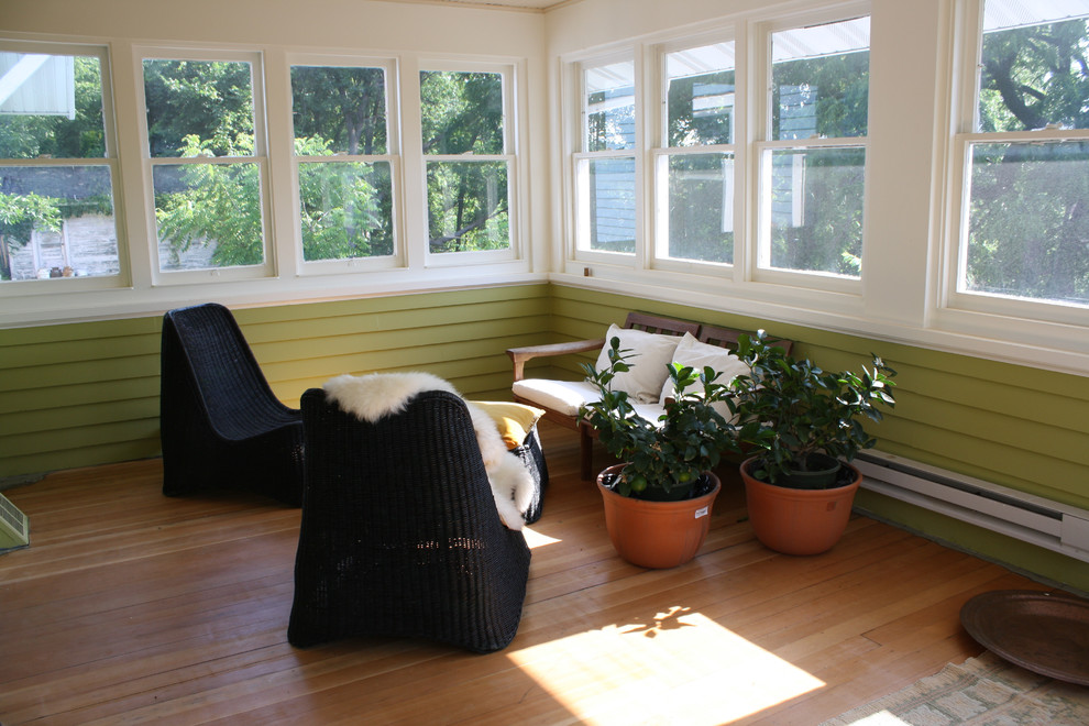Example of a small arts and crafts sunroom design in Minneapolis
