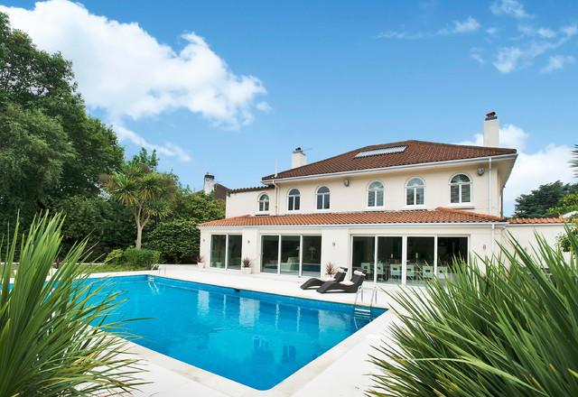 Beachside villa traditional swimming pool hot tub for Villa interior designers ltd nairobi kenya